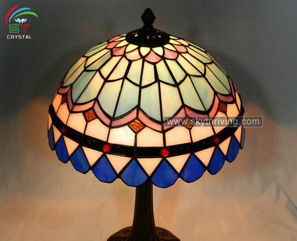 tiffany stained glass lamp shade buy real tiffany lamps tiffany lamp. Black Bedroom Furniture Sets. Home Design Ideas