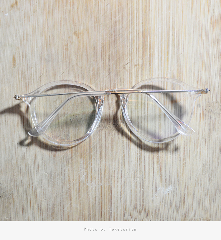 11c259093627 We use metal hinges and screws to make the glasses legs more rugged and  durable .
