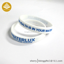 Sports style customized free personality dashing design /logo silicone wristbands for sports brand