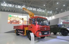 China Dongfeng 4*2 crane truck for sale