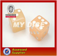 2013New mini resin custom made dice with colored dots different colored
