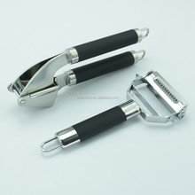 2017 New Arrival Rubber Handle Garlic Press and Peeler Kitchen Set