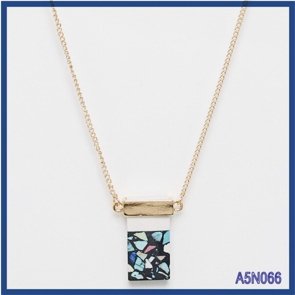 Cheap price fashion jewelry 2015 best selling unique custom fashion colorful bleu resin perfume bottle pendant necklaces