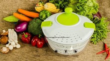 Collapsible Hand-Actuated Salad Spinner Vegetable Food Dehydrator Salad Mixer