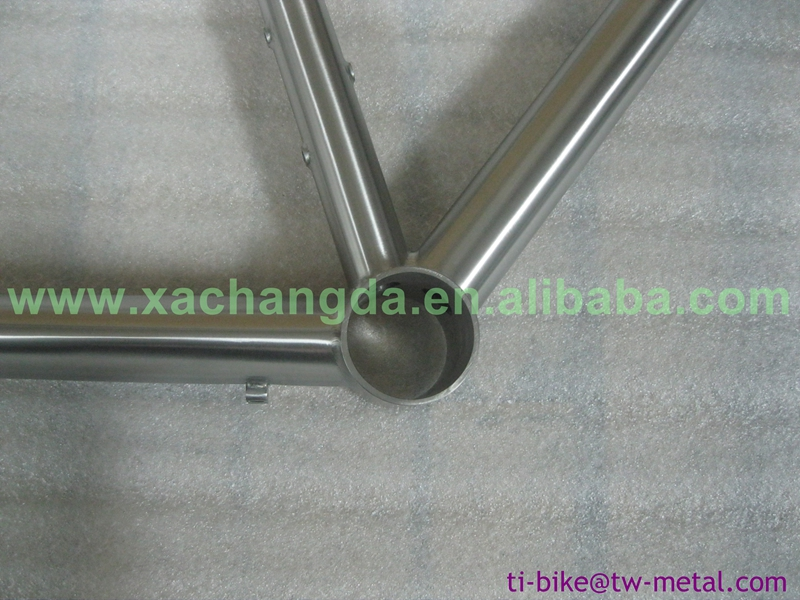 XACD made post mouth brake tandem frame with breeze dropouts, customized tandem with hand brush
