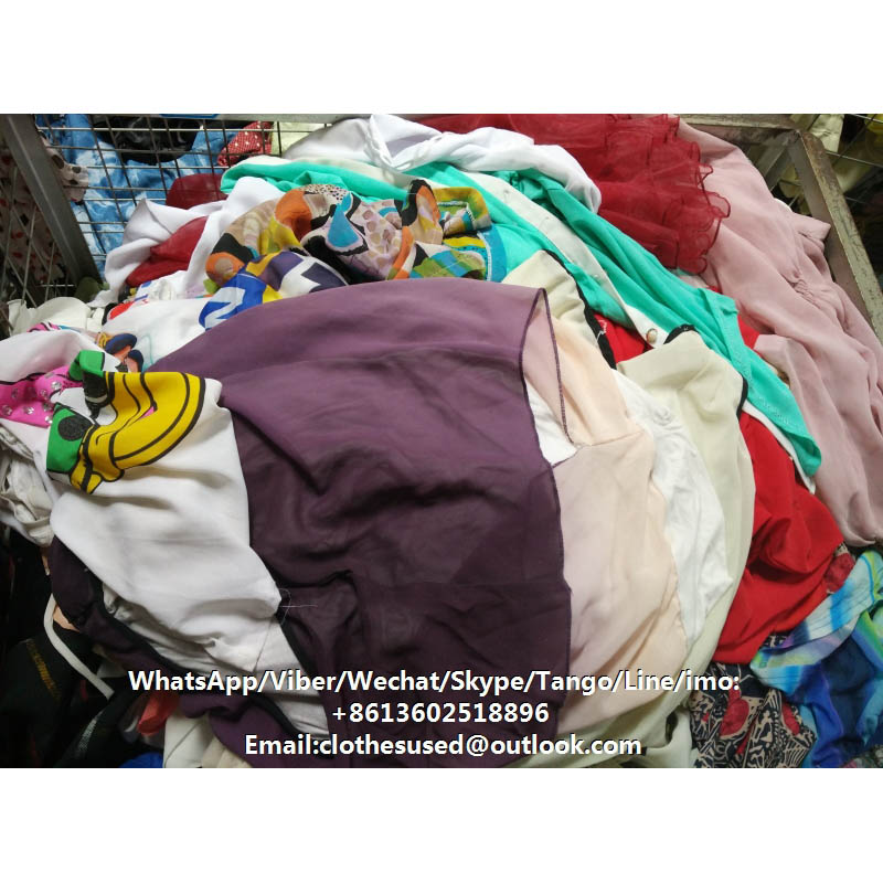 Warehouse second hand clothing