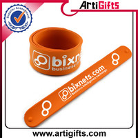 Cheap custom logo fashion silicone snap slap bracelet
