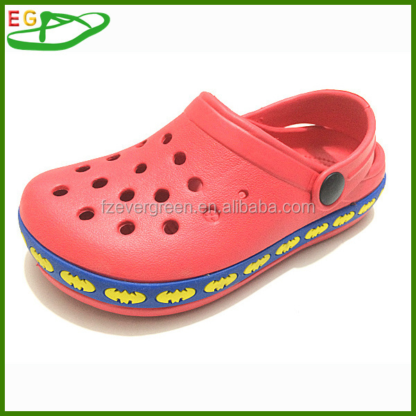 2015 New garden shoes for lady EGA0103-12 with 15 holes Color Red with bat pattern border