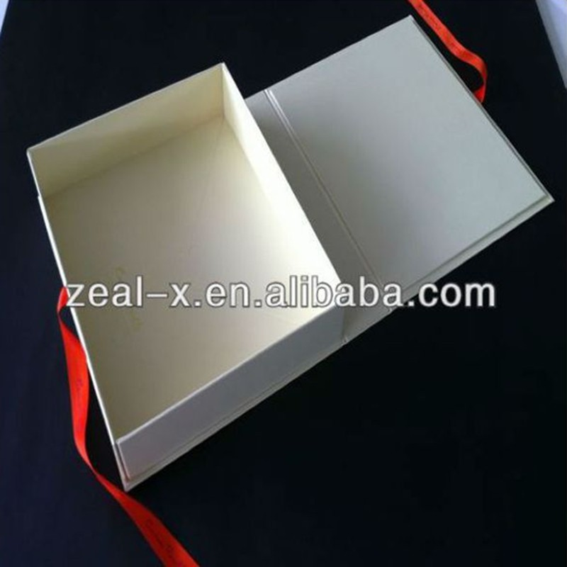 Looks Luxury and High End Custom Logo Golden Printed Lingerie Packaging Paper Gift Box