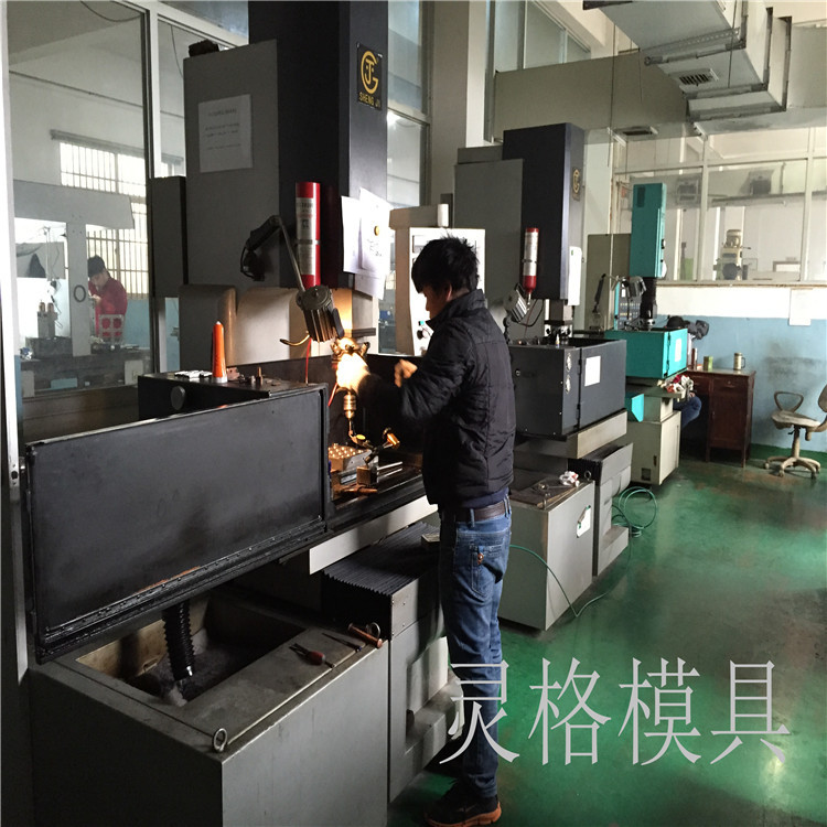 ningbo boomray own professional produce different kinds of plastic products aluminium foil container press mould