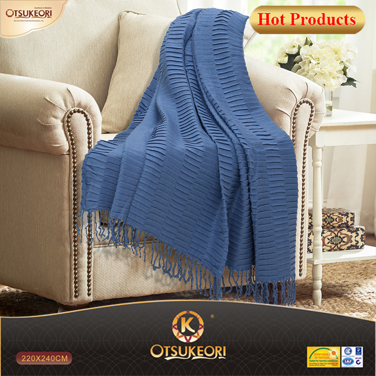 China factory blanket and life comfort woven carpet blanket with tassel.