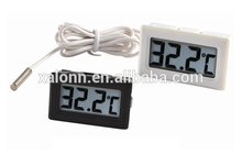 Outdoor capillary thermometer for cars