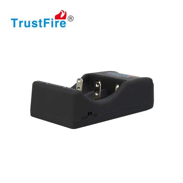 TrustFire TR-006 portable travel charger high quality 3.7v/4.2v universal intellicharger 2 slots/bay/class battery charger