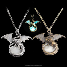 New design metal dragon shape glow in the dark game of thrones pendant necklace for wholesale