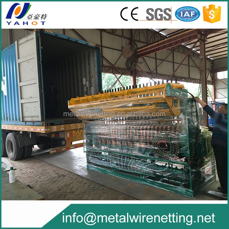 Reinforcing steel wire fence mesh making machine