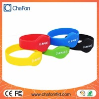 rfid silicone bracelet can put lf/hf/uhf chip inside support logo printing and color optional used for personnel management