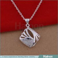 China Manufacturer Wholesale Hollow Charm Square Alloy Mother and Child Pendant