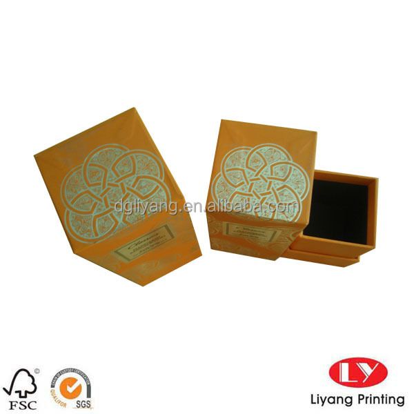 Silver Hot Foil Stamped New Style Paper Gift Box in Long Lid for Candle Packaging Black Card Inside