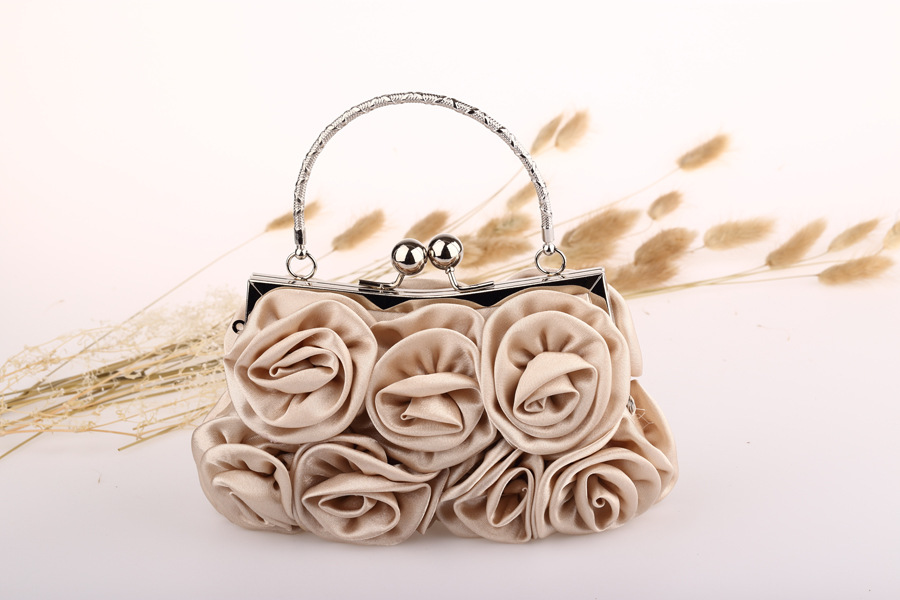 Famous Design Wedding Dress Bag Delicate Handmade Rose Kiss Lock Ladies Wallets Purses Satin Women Clutches Evening Bags