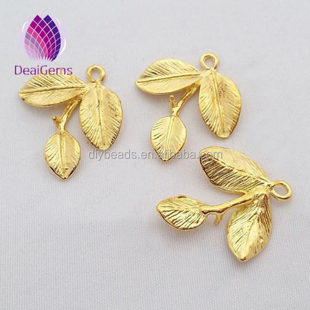 New design zinc alloy nickel free leaf pendant kid <strong>charms</strong>