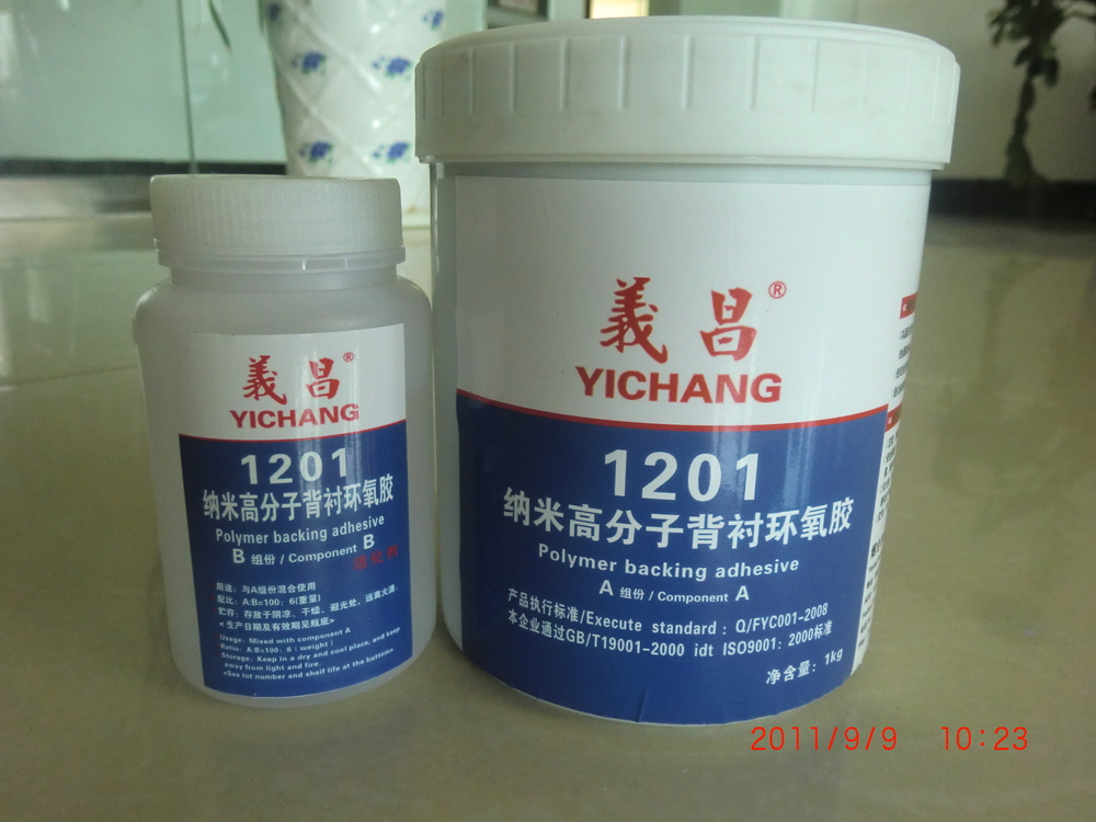 Two parts epoxy adhesive