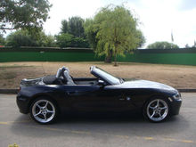 BMW Z4 2.0L Sport 2dr Convertible US$ 17,850
