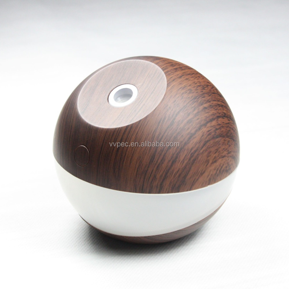 Portable mini humidifier diffuser with 2000mah battery for car and home use.