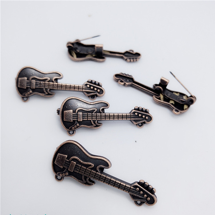 Metal alloy guitar brooch pin punk rock exquisite high-end suit brooch jewelry