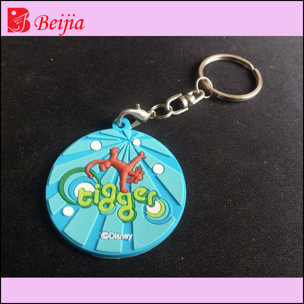 Best give away gifts glow in dark custom logo 2D/3D soft rubber keyring,pvc keychain