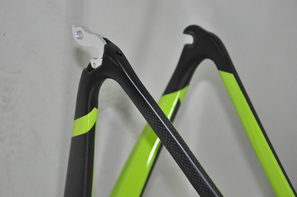 High quality china aero race bicycle frames DI2 road bike frame carbon FM098