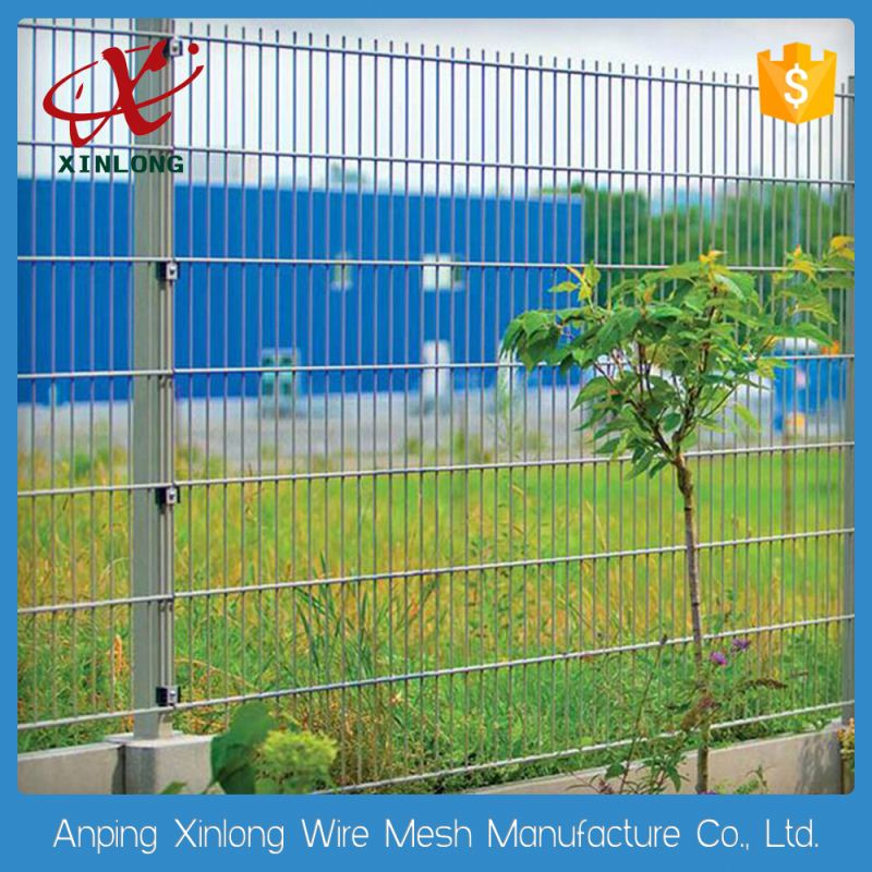 Twin heavy expanded double wire mesh fence panel