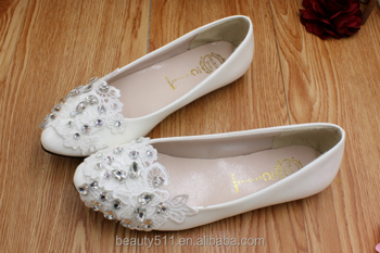 A new south Korean version of a hand-made wedding shoe with a new south Korean version of a bridal gown SHOES WS021
