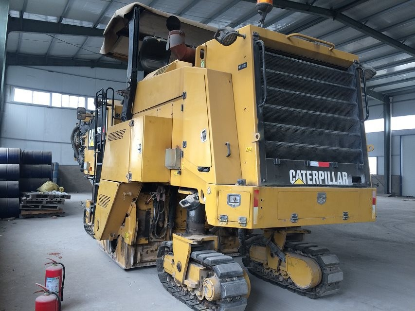 used asphalt equipment cold planers second hand CAT PM-200 (COLD PLANER)