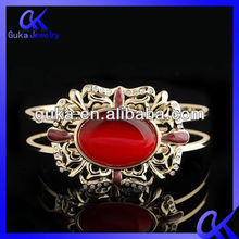 2013 New Design Fashion Red Stone Gold Bangle