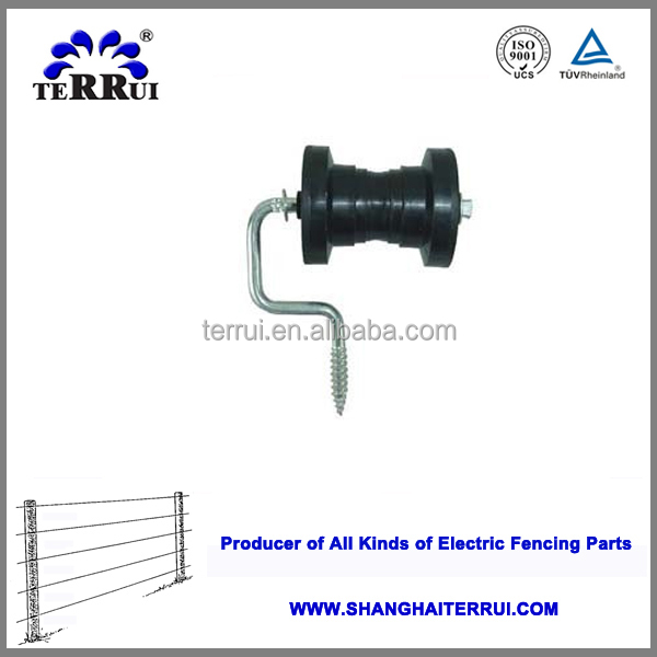 Electric fence lag corner insulator for poly tape wood thread