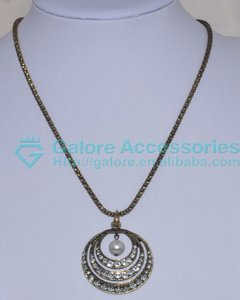couple round ring holding pearl pendant necklace hot sale