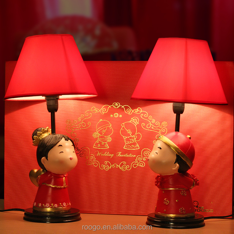 Roogo resin bride and groom table lamps for wedding gift