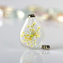 2016 Newest product wholesale pretty pressed dry flowers charm pendants K9 crystal waterdrop shaped necklace pendant
