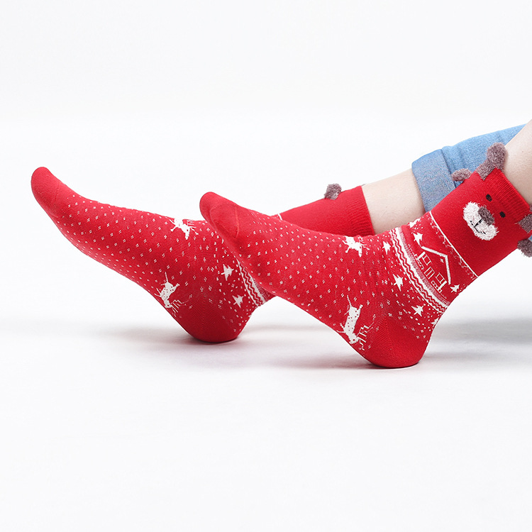 In-stock item wholesale christmas gift lovers family unisex socks 100 cotton cartoon reindeer socks