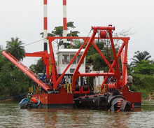 18 inch 600 cbm/h China mini river sand suction dredger with cutter head for soil dredging for sale