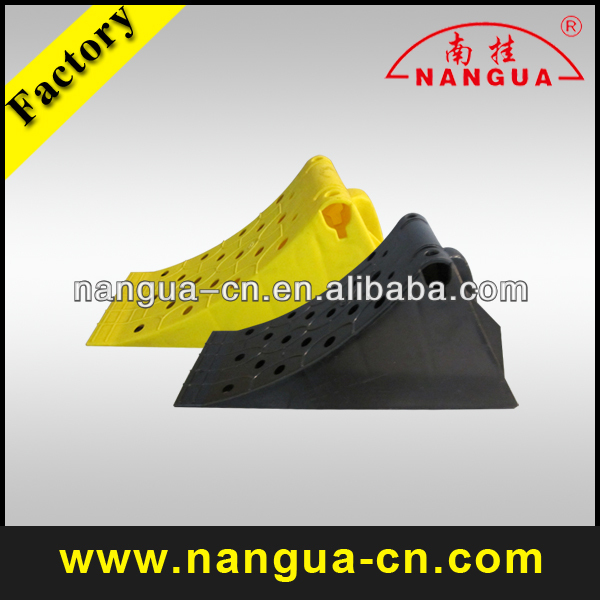 yellow plastic car wheel chock/ antiskid block /rubber slip stopper