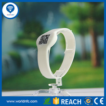Latest design 13.56MHz utralight RQ code print silicon wristband for Child