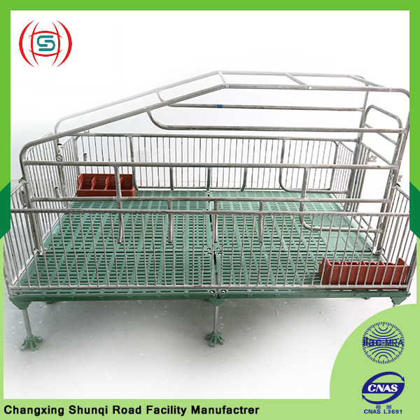 Most popular well use pig farrowing crate between pig cage equipment
