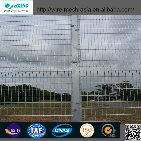 Chain Link Barbed Wire Fence/PVC Welded Wire Fence/Hot Dipped Galvanzied Steel Fence for Backyard