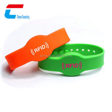 Factory direct cheap Festival UHF silicone rfid wristband with QR code options