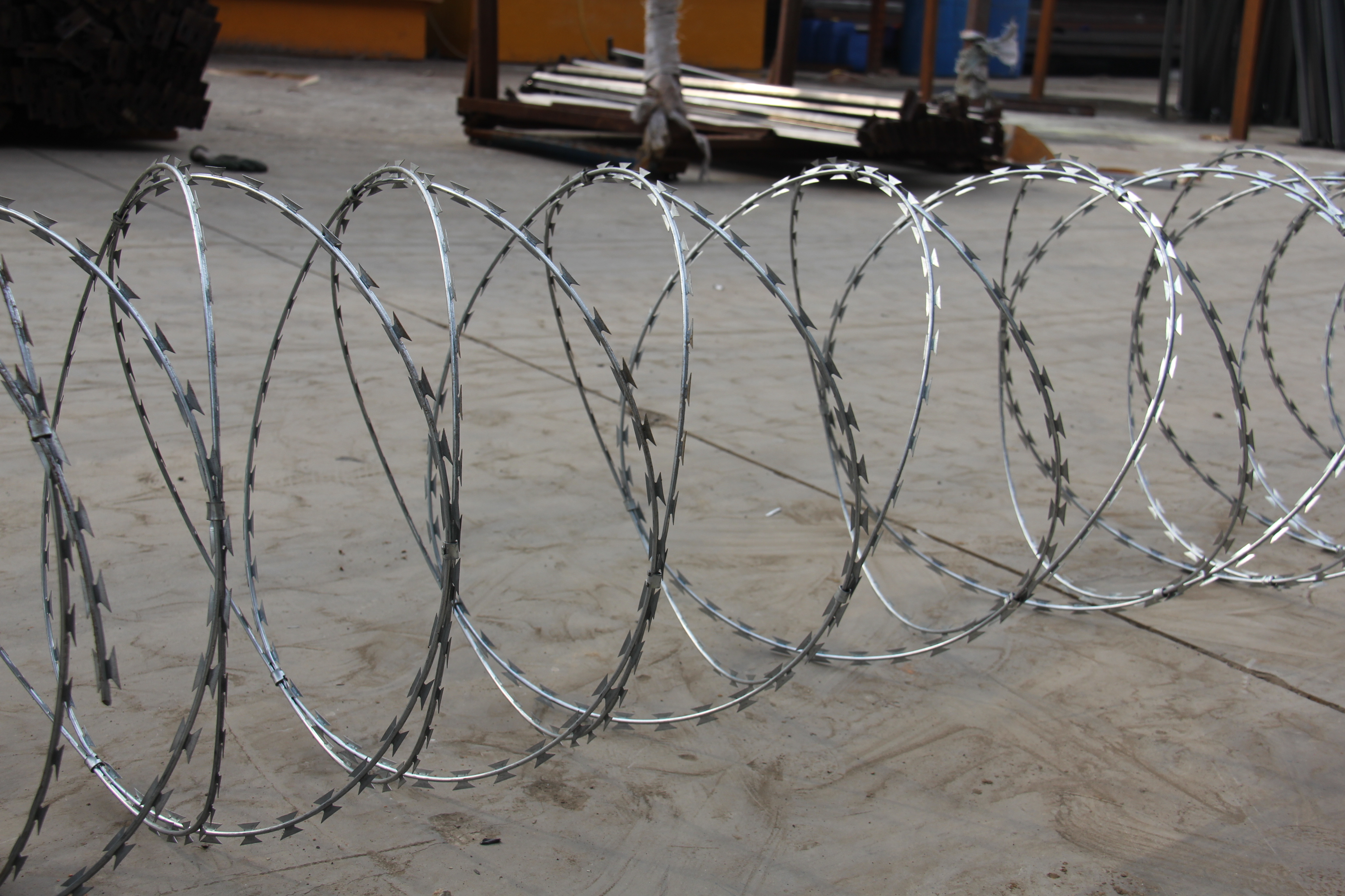 Hot sale Galvanized Stainless Steel Concertina fence Razor Coils BTO-22 Razor Barbed Wire