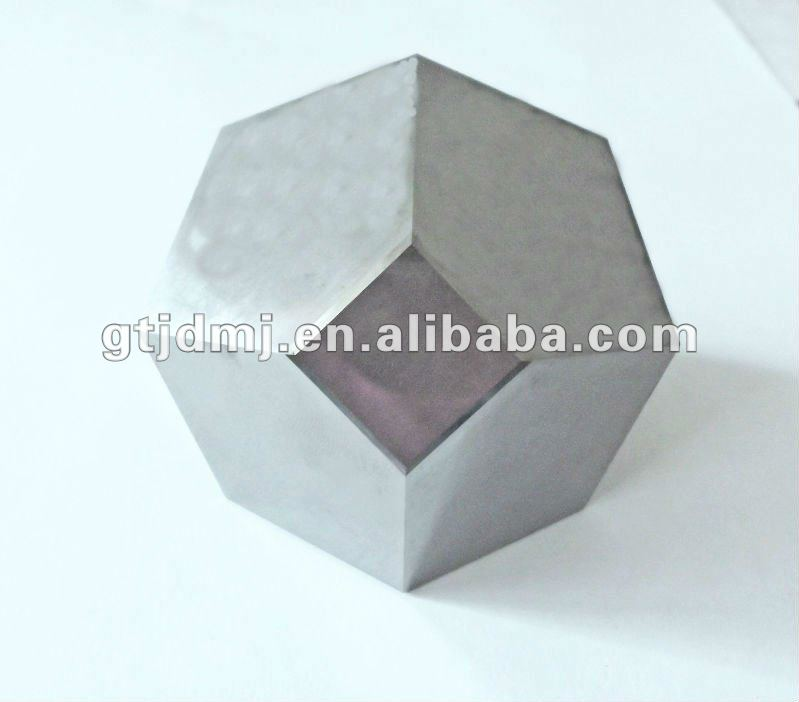 Tungsten carbide anvil with mirror surface for synthetic diamonds