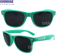 Own Italian brand yiwu sunglasses market,free sample ,green coor smoke lens