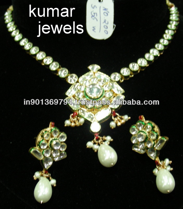 Mughal Kundan Set Artifical Jewelry with The Pearl