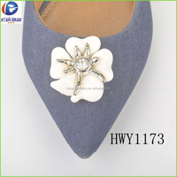 2017 Fashion style diamond with white plastic shoe buckles